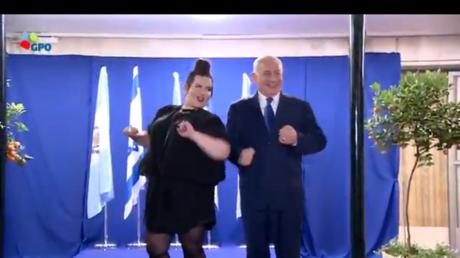 Benjamin Netanyahou s'offre une «danse de la poule» avec la gagnante de l'Eurovision Netta Barzilai
