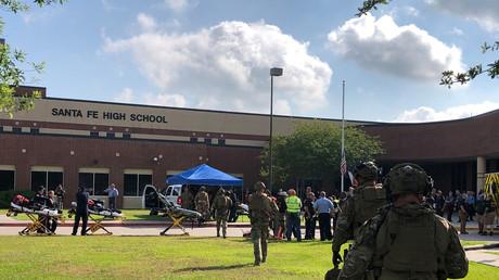 Intervention des forces de l'ordre dans un lycée de Santa Fe au Texas