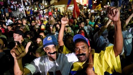 Des partisans de Nicolas Maduro célèbrent la victoire du candidat chaviste
