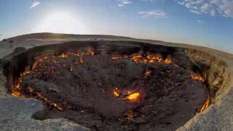 Le cratère «Porte de l'enfer» filmé par un drone au Turkménistan
