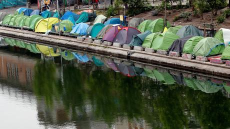 Migrants à Paris : à quoi joue le gouvernement face à Hidalgo ?