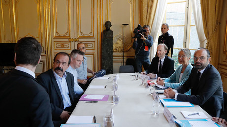 Edouard Philippe annonce une reprise par l'Etat de 35 milliards de dette de la SNCF