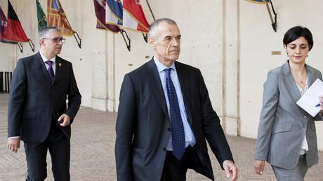 Carlo Cottarelli arrive pour un entretien avec le président italien Sergio Mattarella à Rome le 28 mai 2018.