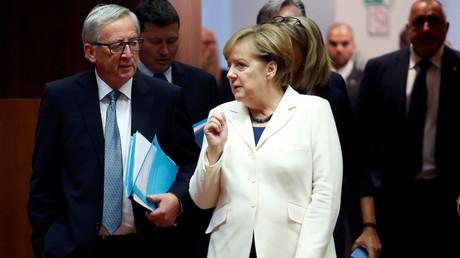 Le président de la Commission européenne Jean-Claude Juncker et Angela Merkel en octobre 2017, photo ©Dario Pignatelli/Reuters