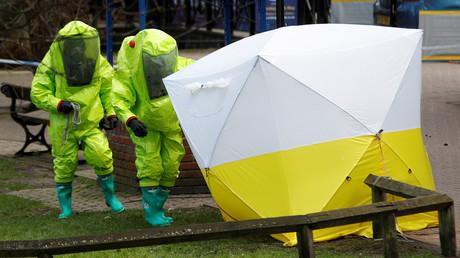 Une équipe scientifique à l'œuvre à Salisbury le 8 mars 2018, illustration ©Peter Nicholls/Reuters