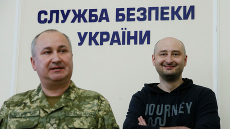 Arkadi Babtchenko est apparu vivant le 30 mai à Kiev alors qu'il avait été annoncé mort, assassiné la veille.