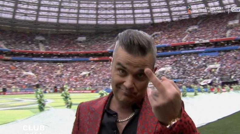 Robbie Williams a-t-il fait un doigt d'honneur au monde politico-médiatique britannique ?