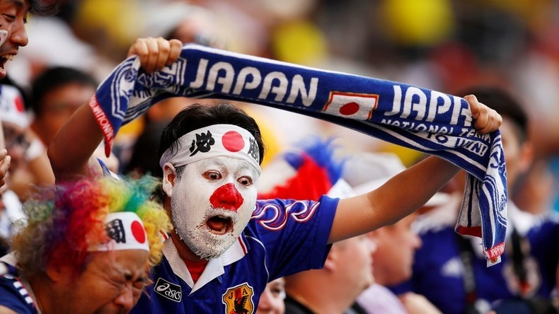 Mondial : les supporters japonais et sénégalais nettoient leurs tribunes à la fin du match (VIDEOS)