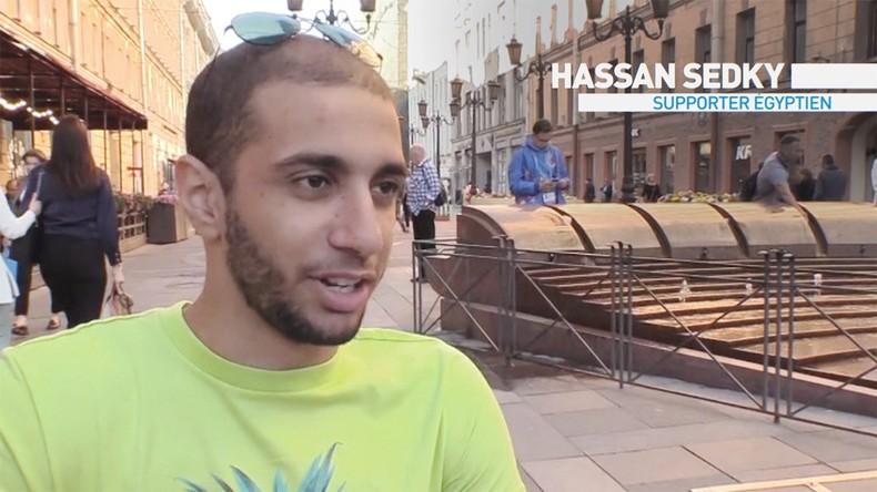 «Une expérience incroyable» : des supporters portent dans les airs un Egyptien en fauteuil roulant