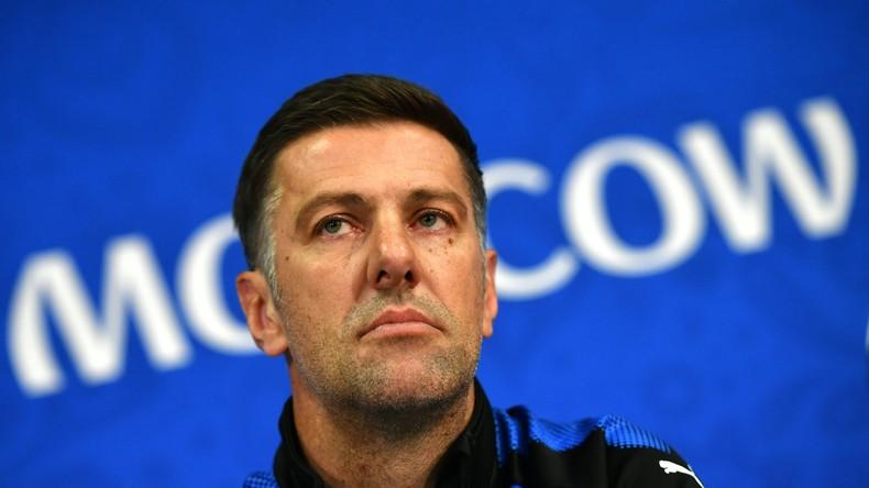 En colère après la défaite de son équipe, l'entraîneur de la Serbie veut envoyer l'arbitre à la Haye