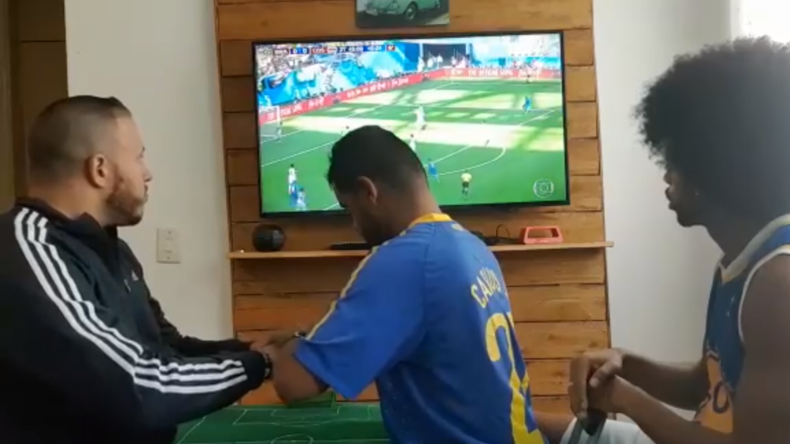 Coupe du monde : un supporter brésilien sourd et aveugle vit les matchs grâce à deux amis