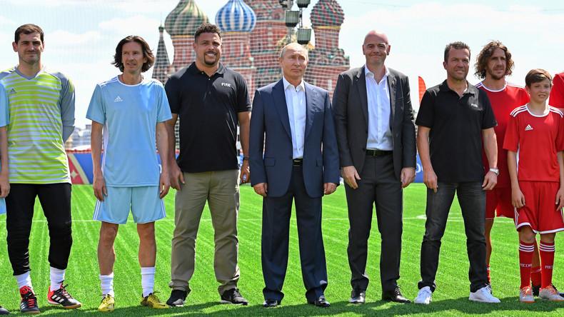 Des légendes du football affrontent des enfants défavorisés