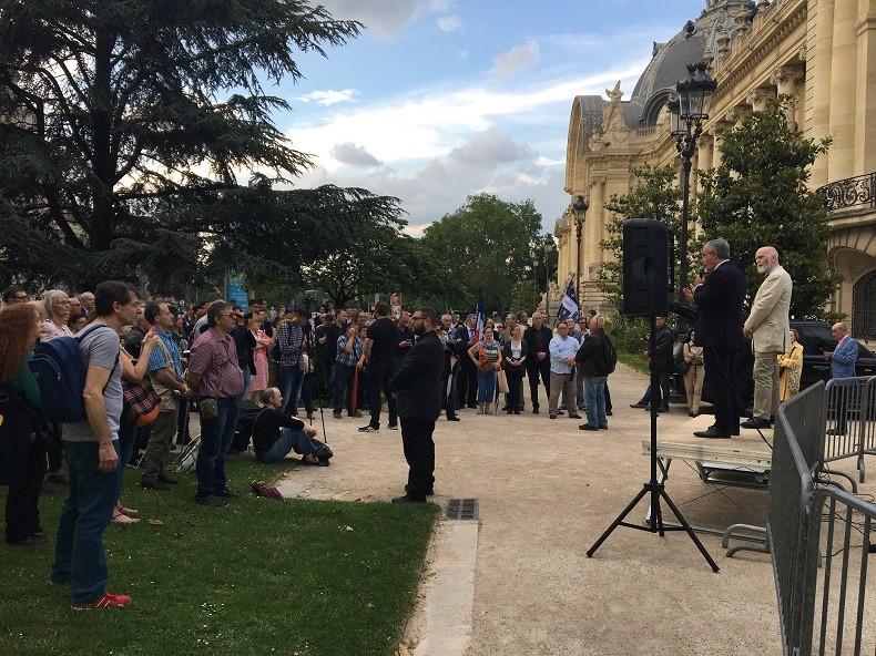 La mouvance identitaire manifeste à Paris pour la libération de l'activiste Tommy Robinson