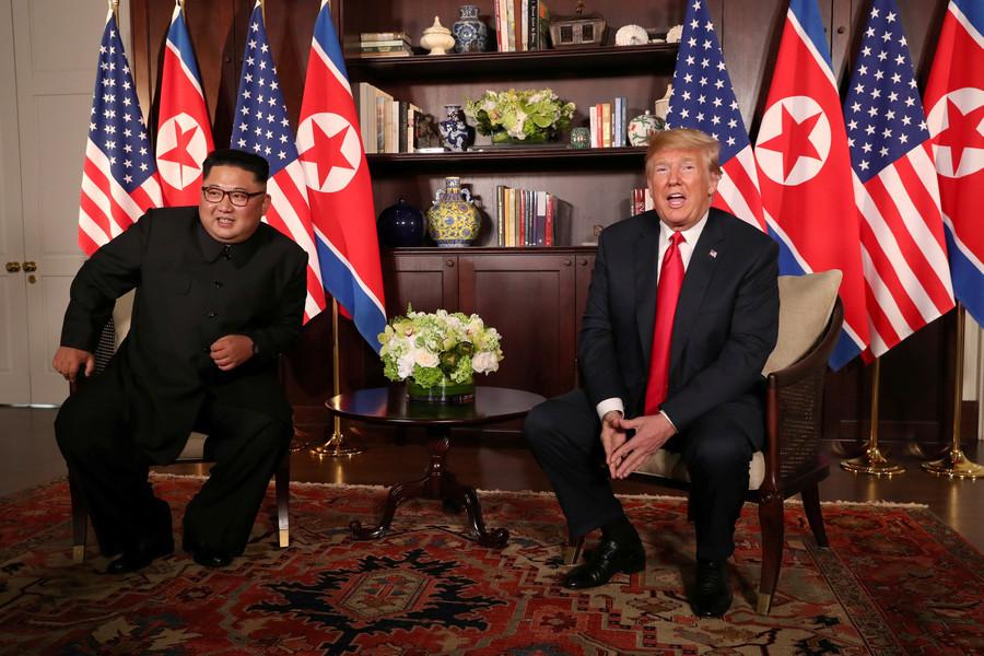 Poignée de main historique entre Donald Trump et Kim Jong-un