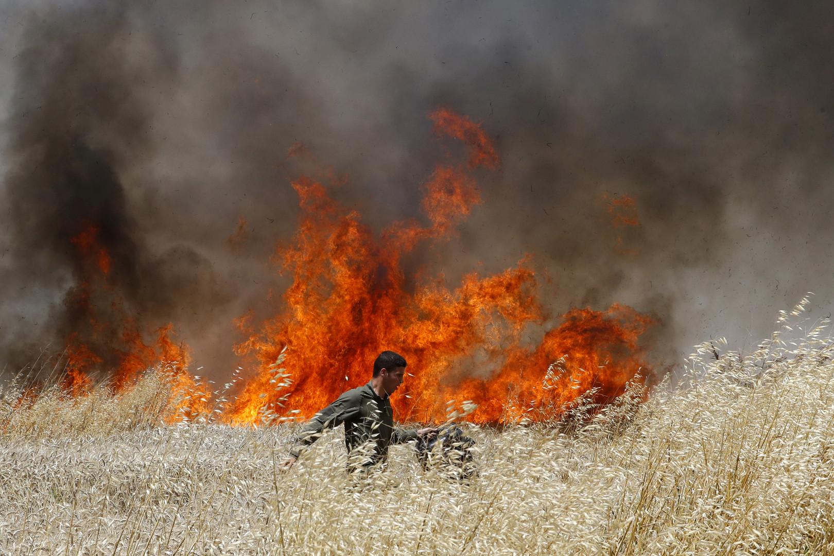 Gaza : quand le Hamas attaque Israël à coup de préservatifs en feu (IMAGES)