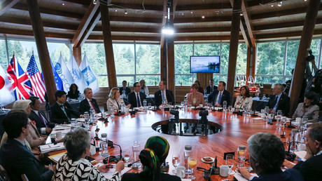 Le G7 Finances réuni autour d'une table, le 1er juin 2018
