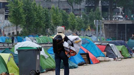 Un millier de migrants évacués de deux campements à Paris