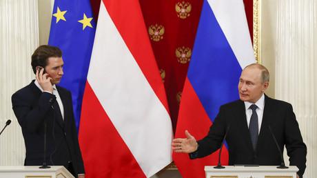 Le président russe Vladimir Poutine  rencontre le chancelier autrichien Sebastian Kurz à Moscou, le 28 février 2018