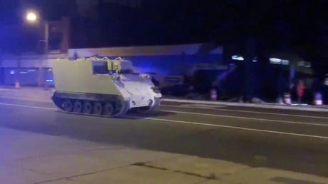 Etats-Unis : l'improbable course-poursuite entre un char d'assaut volé et la police (VIDEOS)