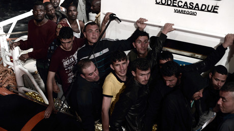 Des migrants ont été secourus avant d'embarquer sur L'Aquarius, le 10 juin 2018