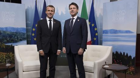 Emmanuel Macron et Giuseppe Conte en réunion au sommet du G7 à Charlevoix au Canada le 8 juin.