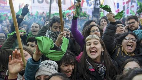 Argentine : les députés votent l'autorisation de l'avortement