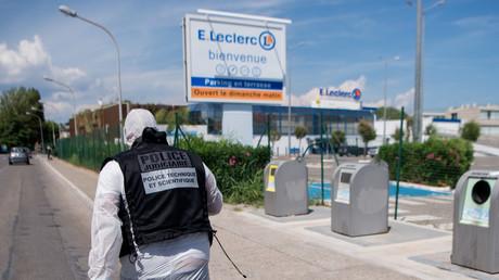 La police sur le lieu de l'attaque au cutteur, à La Seyne-sur-mer, dans le Var, le 17 juin 2018
