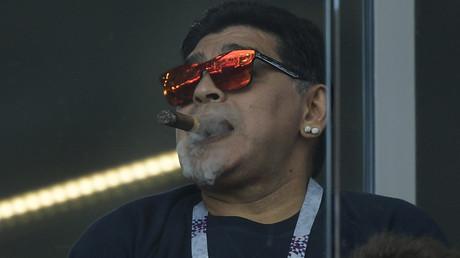 Epinglé pour un geste considéré raciste, Diego Maradona s'explique
