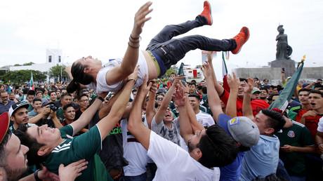 Fous de joie après leur but contre l'Allemagne, des supporters mexicains provoquent un mini-séisme