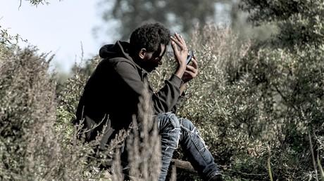 Un jeune migrant dans la jungle de Calais en octobre 2016.