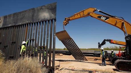Construction d'une section de barrière anti-immigration entre le Mexique et les Etats-Unis en avril 2018