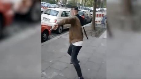 Capture d'écran Ruptly de la vidéo relatant l'agression