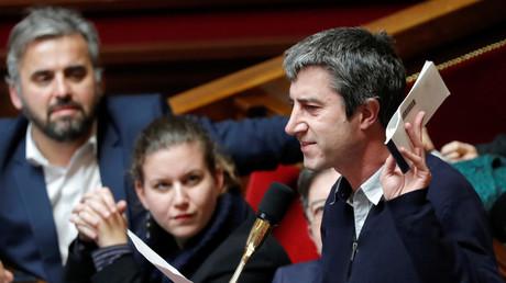 Le député LFI de la Somme brandit un chéquier à l'Assemblée, janvier 2018, illustration