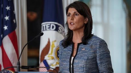 L'ambassadrice américaine aux Nations unies Nikki Haley annonce, avec le secrétaire d'Etat américain Mike Pompeo, le retrait des Etats-Unis du Conseil des droits de l'homme à l'ONU le 19 juin 2018