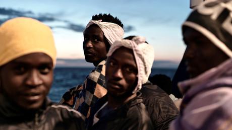 Espagne : des étudiants relogés pour faire place aux migrants de l'Aquarius