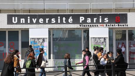 Saint-Denis : des dizaines de migrants évacués de l'université Paris 8 (IMAGES)