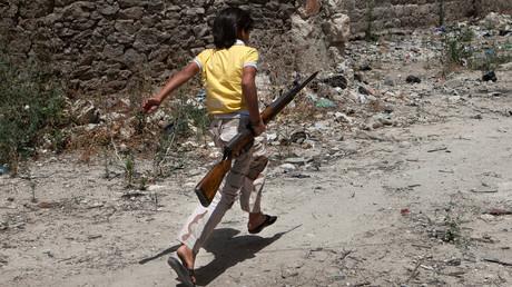 Image d'illustration : un enfant syrien photographié avec une arme le 13 juin 2013 dans la province d'Idlib