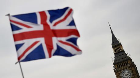 Image d'illustration : un drapeau britannique flotte devant le Big Ben