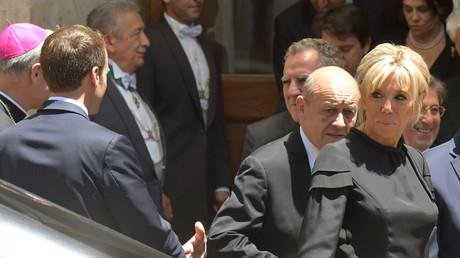 «Ils sont partout, c'est la mafia française» : l'étrange blague sur les Bretons de Macron au pape