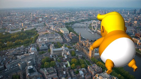 Le ballon volant au dessus du parlement