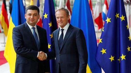 Le Premier ministre ukrainien Volodymyr Groysman en compagnie du président du Conseil européen Donald Tusk à Bruxelles le 24 mai 2018. (image d'illustration)
