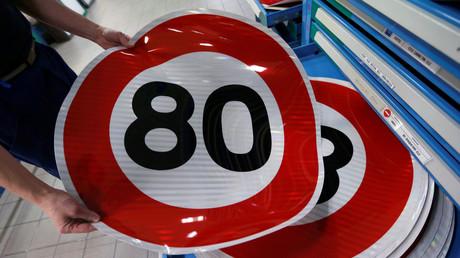 80 km/h : des centaines d'automobilistes et de motards manifestent contre la réforme à Vincennes