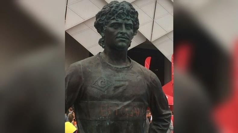 Mondial 2018 : la statue d'un footballeur russe dégradée lors du match Angleterre-Colombie