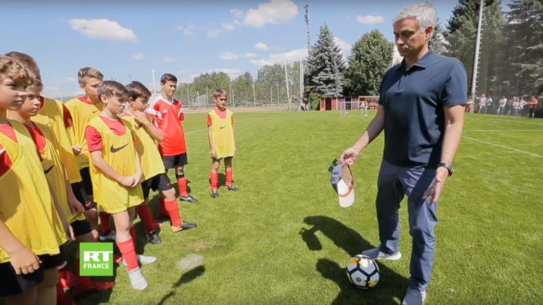 José Mourinho assiste à l'entraînement des futurs stars de l'équipe russe (VIDEO)