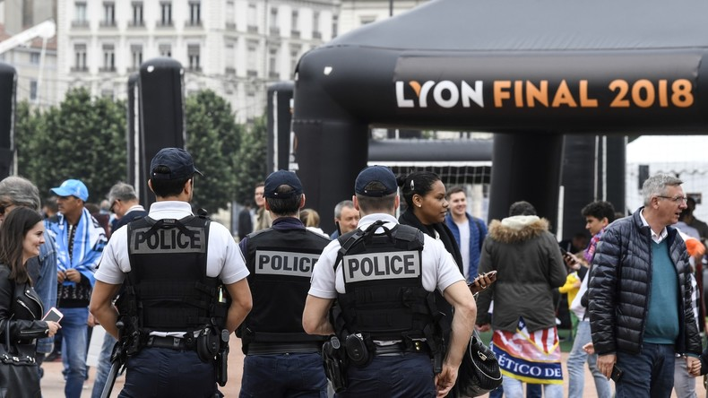 «Ton père finira brûlé comme un nugget» : des familles de policiers vivent dans la peur (TEMOIGNAGE)
