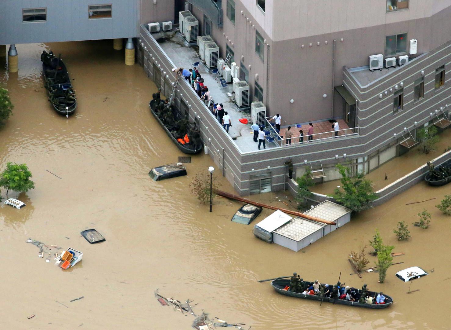 Japon : au moins 50 morts, 54 000 secouristes mobilisés après des pluies torrentielles (IMAGES)