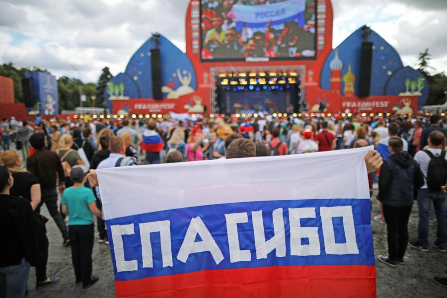 24 000 supporters russes réunis à Moscou pour saluer le parcours historique de leur équipe (PHOTOS)