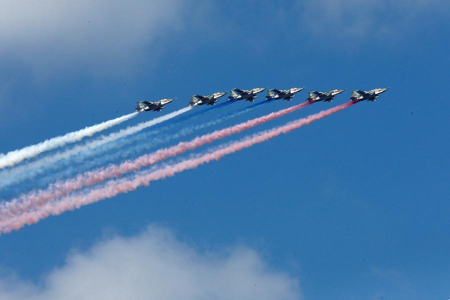 Quelque 40 navires et sous-marins défilent à Saint-Petersbourg pour la Journée de la Marine russe
