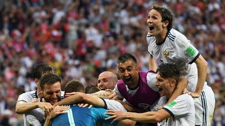 L'équipe russe en joie après sa victoire aux pénalties