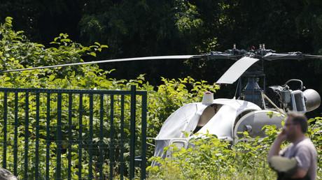 L'hélicoptère abandonné par le commando à Gonesse (Val-d'Oise), partiellement incendié